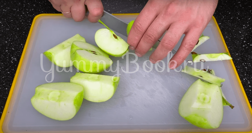 Насыпной яблочный пирог без яиц  - шаг 1