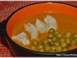 Суп-пюре из тыквы с курицей и зеленым горошком