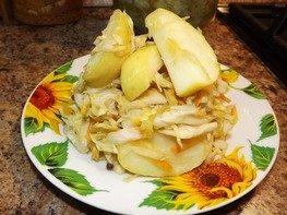 Капуста квашеная с яблоками