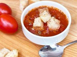 Итальянский томатный суп с сухариками