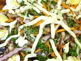 Салат с баклажанами, мясом и овощами