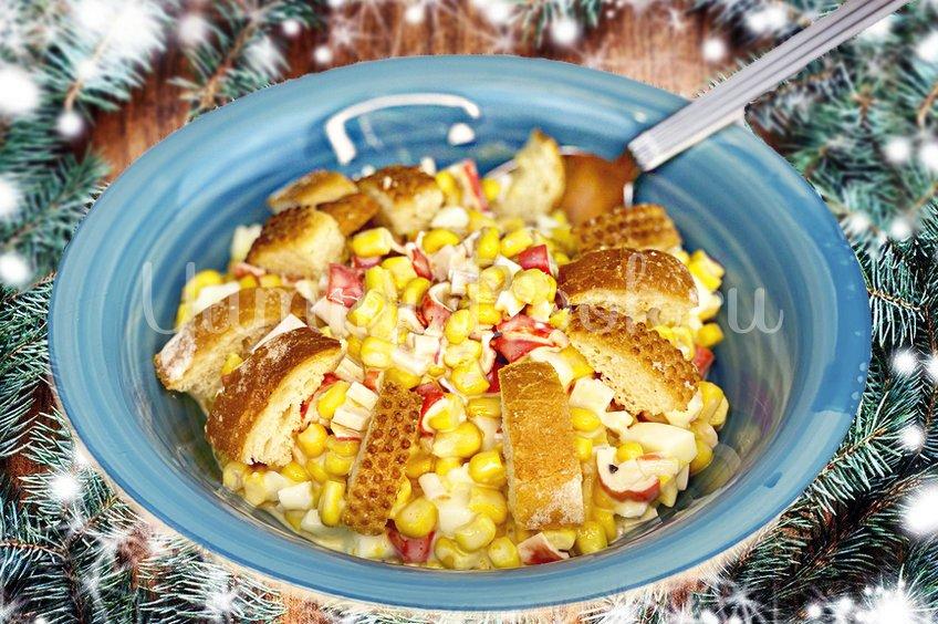 Новогодний салат с крабовыми палочками и кукурузой без майонеза