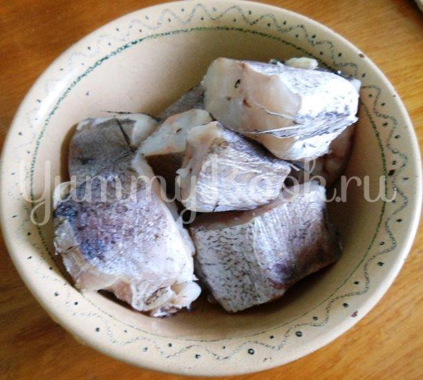 Хек в сметанно-майонезной заливке с овощами, запечённый в духовке - шаг 1