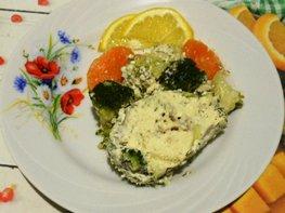 Хек в сметанно-майонезной заливке с овощами, запечённый в духовке
