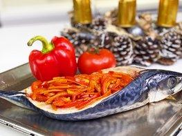 Запеченная скумбрия в духовке с овощами