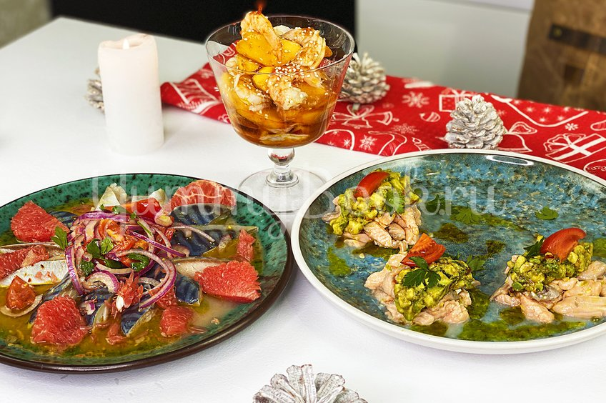 Севиче из лосося, скумбрии и креветок