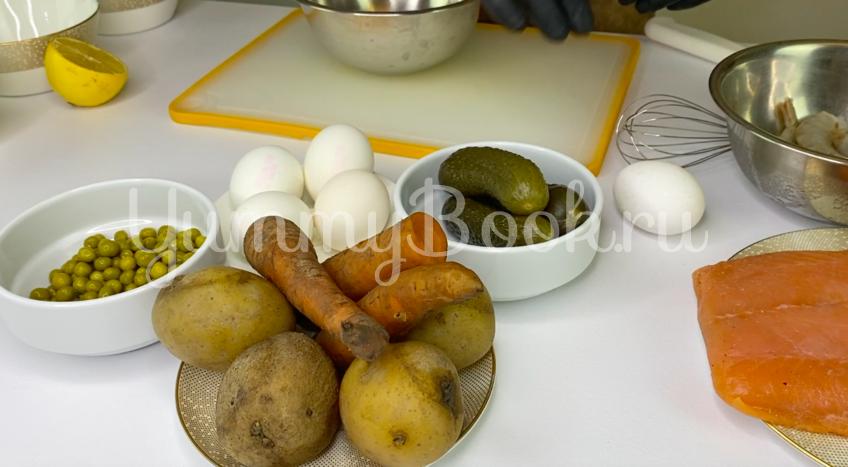 Оливье с семгой и креветками - шаг 1