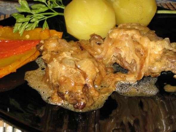 гуляш из говядины с подливкой рецепт со сметаной