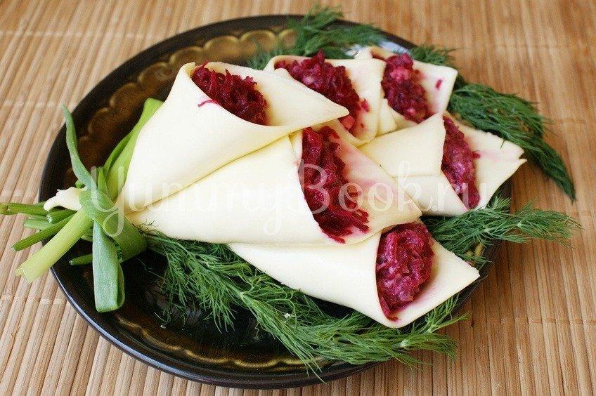 """Рецепт Салат с сыром и свеклой """"Каллы"""""""